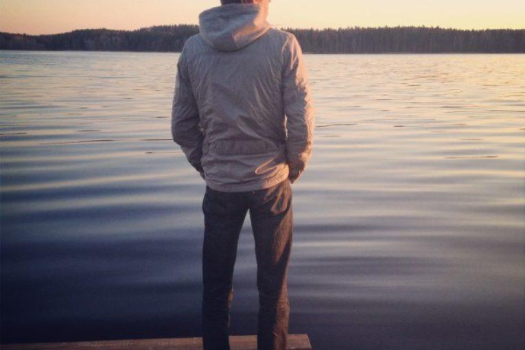 Фото на аву парня со спины